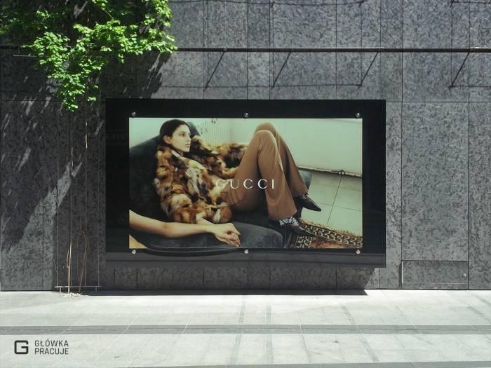 Główka pracuje pl Vitkac Gucci wyklejanie folią z tzw. zadrukiem od strony kleju