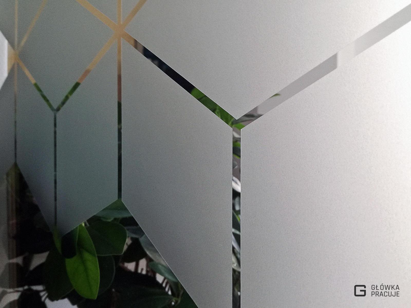 Główka Pracuje matowa mrożona folia okienna z wyciętym wzorem w romby