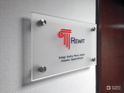 Główka Pracuje tabliczka przydrzwiowa z plexi bezbarwnej z wyklejoną folią mrożoną i logotypem z folii barwionej
