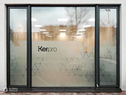 Główka Pracuje folia mrożona z wyciętym wzorem w trójkąty dla firmy Kerpro - Warszawa