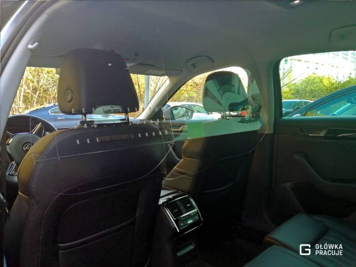 Główka Pracuje - uniwersalna sztywna transparentna osłona przegroda antywirusowa Uber Bolt taxi covid19 do samochodu taxi pet 2mm skoda superb - Warszawa